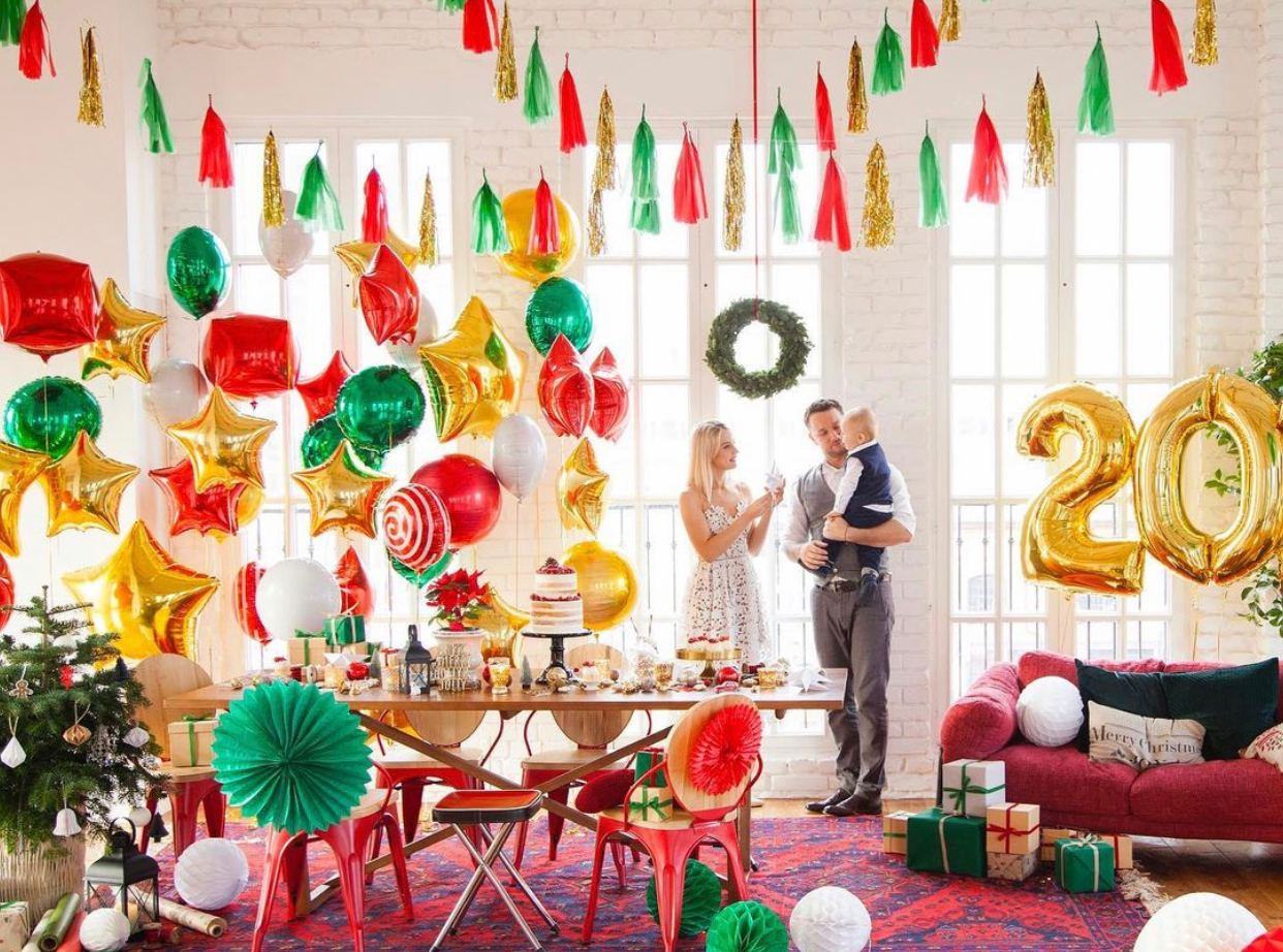 Balloons decoration for Christmas or New Year: yes or no?